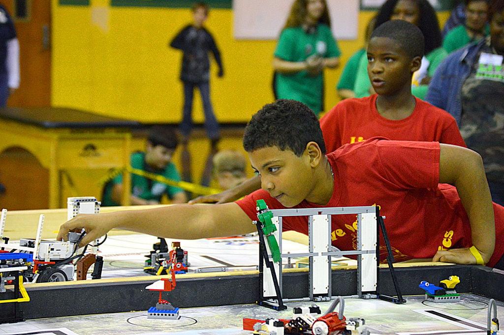 Monroe High hosts First Lego League Robotics tournament