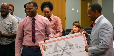 Albany High School alumni group gives $10,000 to the school