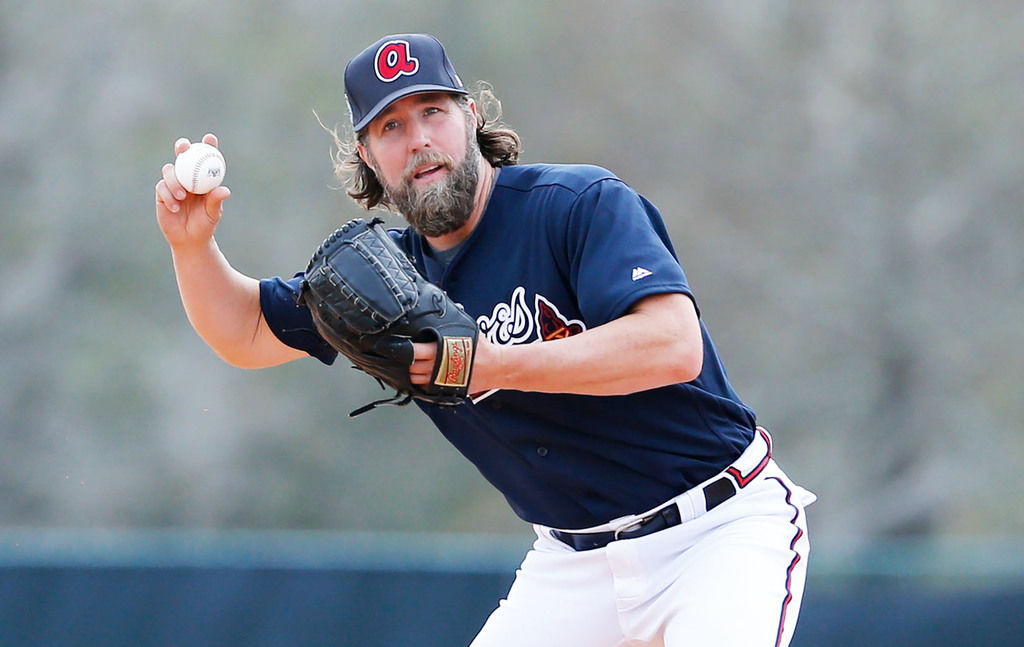 R.A. Dickey brings knuckleball back in style for Atlanta ...