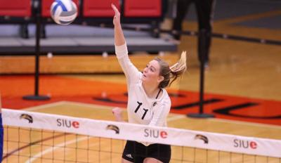 Women's volleyball wins 2 of 3 games at Invitational