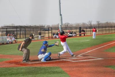 Baseball sweeps South Dakota State