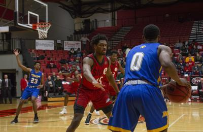 Men's basketball overcomes 16-point deficit to defeat Morehead State