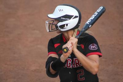 Softball dominates doubleheader to kick off fall season