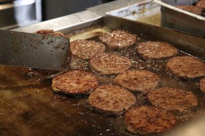 Vegetarians face few options, cross-contamination when eating at Dining Services