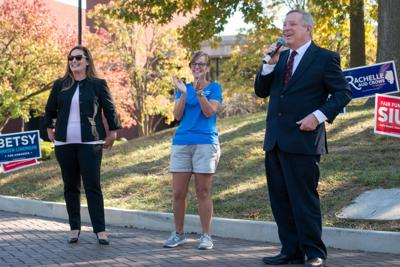 College Democrats host Sen. Durbin, local Democrats at get out the vote rally