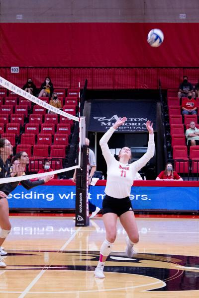 Women's Volleyball breaks even in the Cougar Invitational