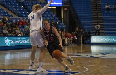 BRIEF: Women's basketball ends trip to Chicago 1-1