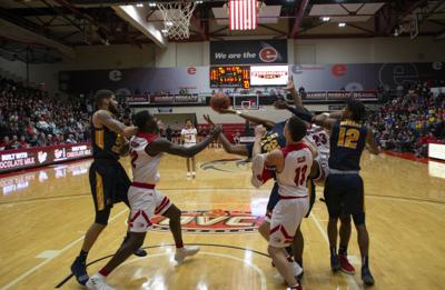 Men's basketball continues downward streak, adds two more losses