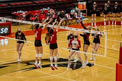 BRIEF: Volleyball takes first losses of season