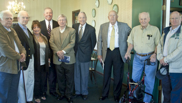 Former lawmakers visit Cecil's