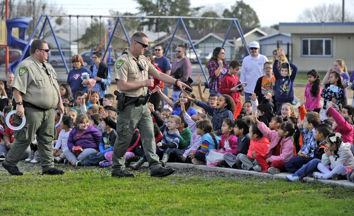 Sheriff's Dept  gives demonstration at school | News
