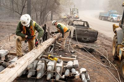 US-NEWS-CALIF-WILDFIRES-ELECTRICITY-LA