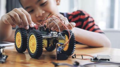 Child making robot