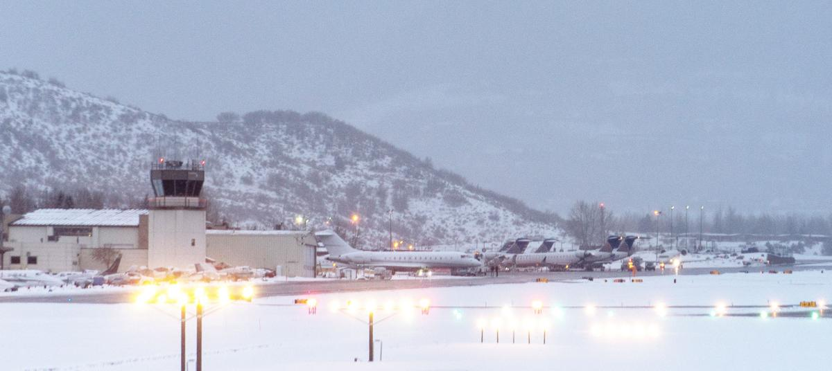 Small plane makes emergency landing northeast of Aspen airport