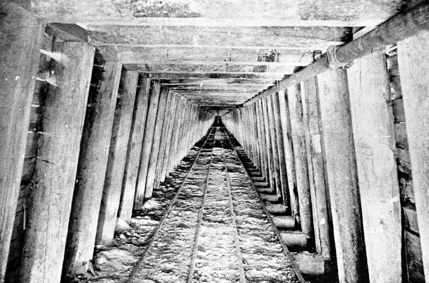 1974.085.0025_Cowenhoven Tunnel, 1893-