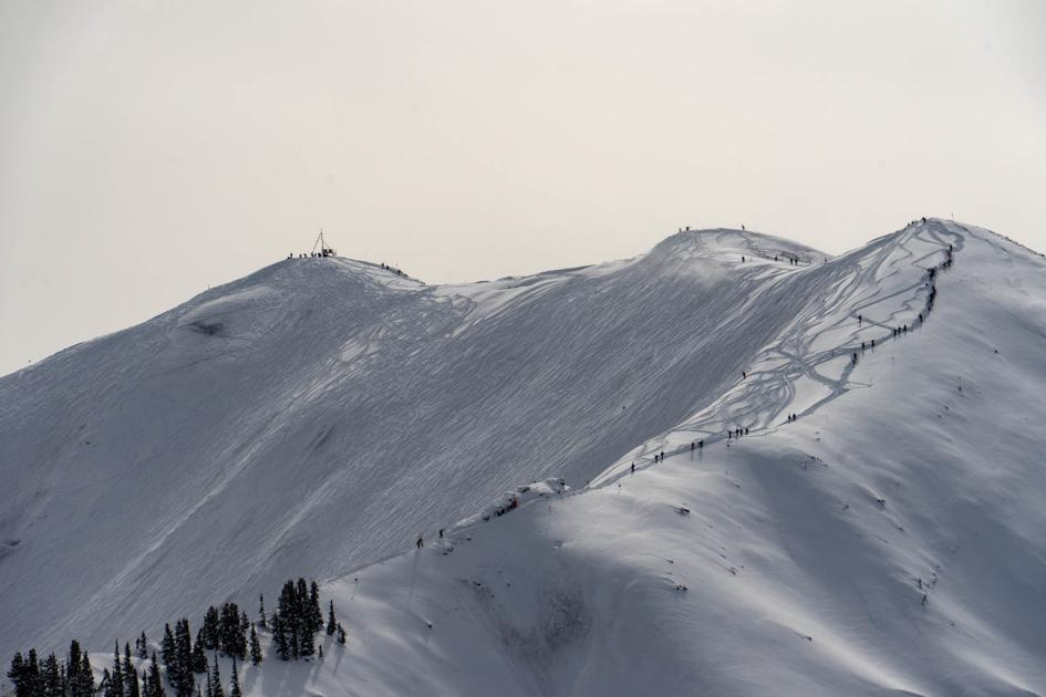 Out of bounds snowboarder at Highlands rescued