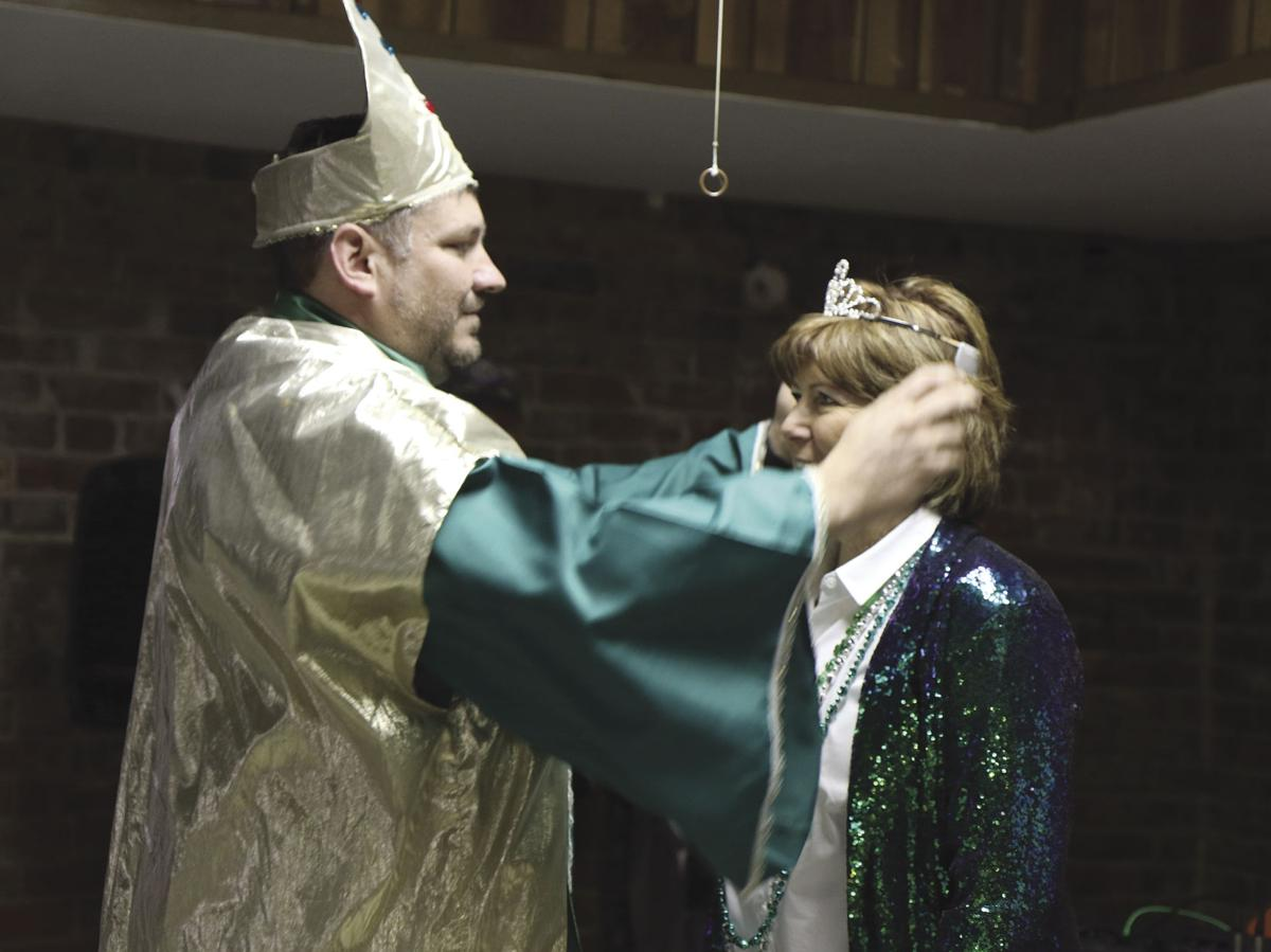 Crowning Grand Marshal