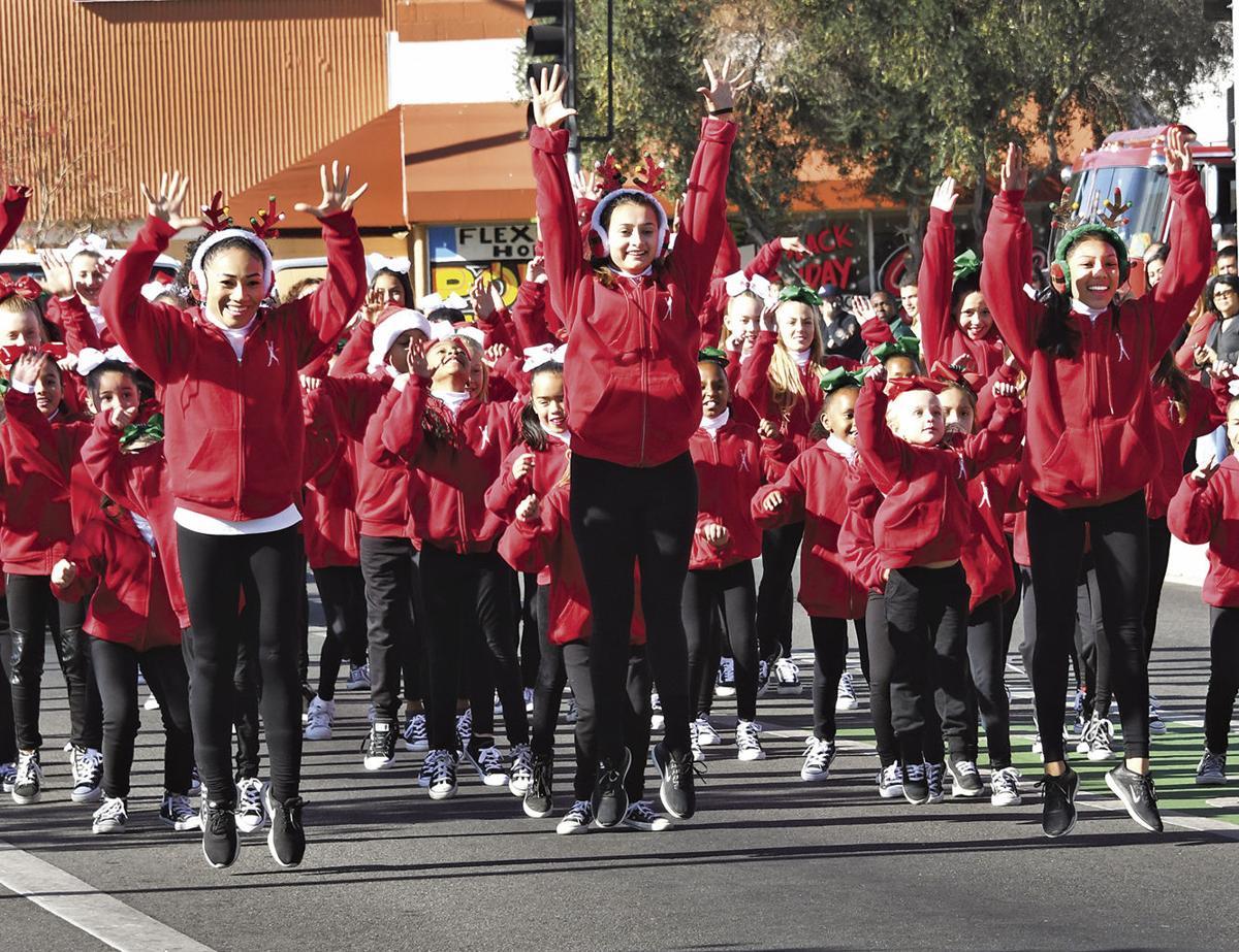 Lancaster parade ushers in holidays | News | avpress.com