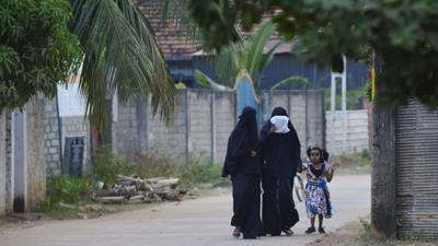 Sri Lanka bans burqas for 'public protection' after bomb attacks