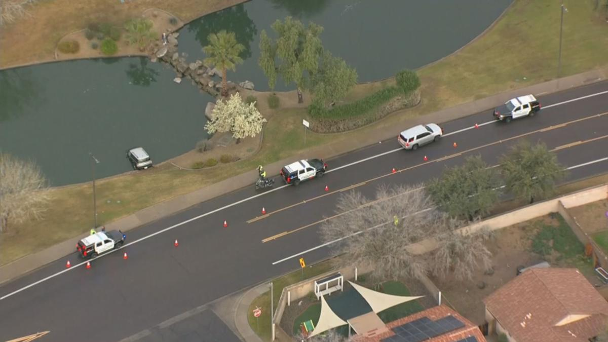 SUV submerged in Surprise pond