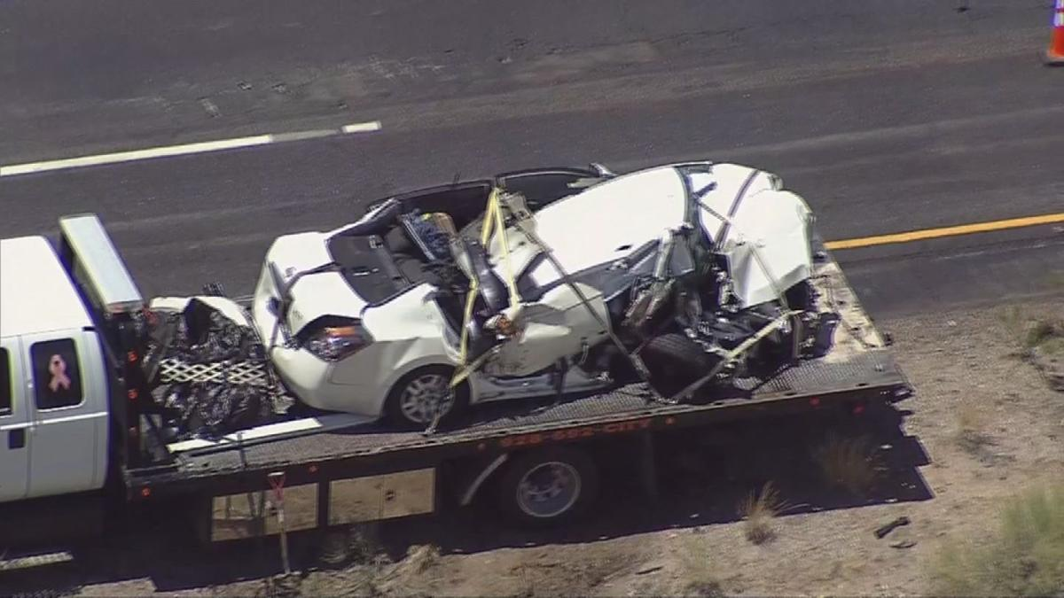 Photos: Wrong-way crash kills 5 people near Kingman | Photo