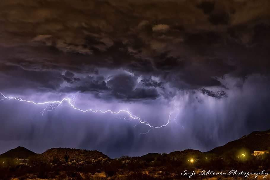 Mother nature puts on weekend lightning show in Arizona