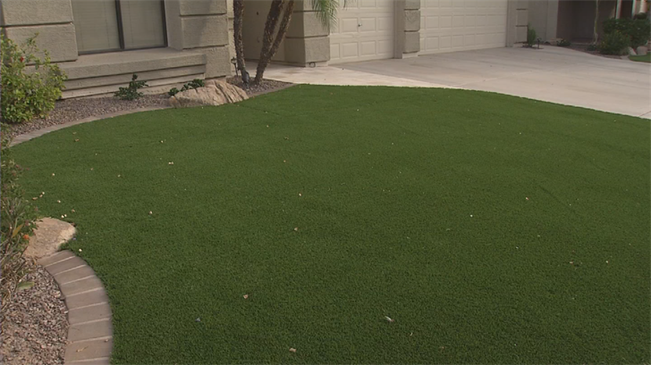 Chandler residents petitioning HOA to allow artificial turf