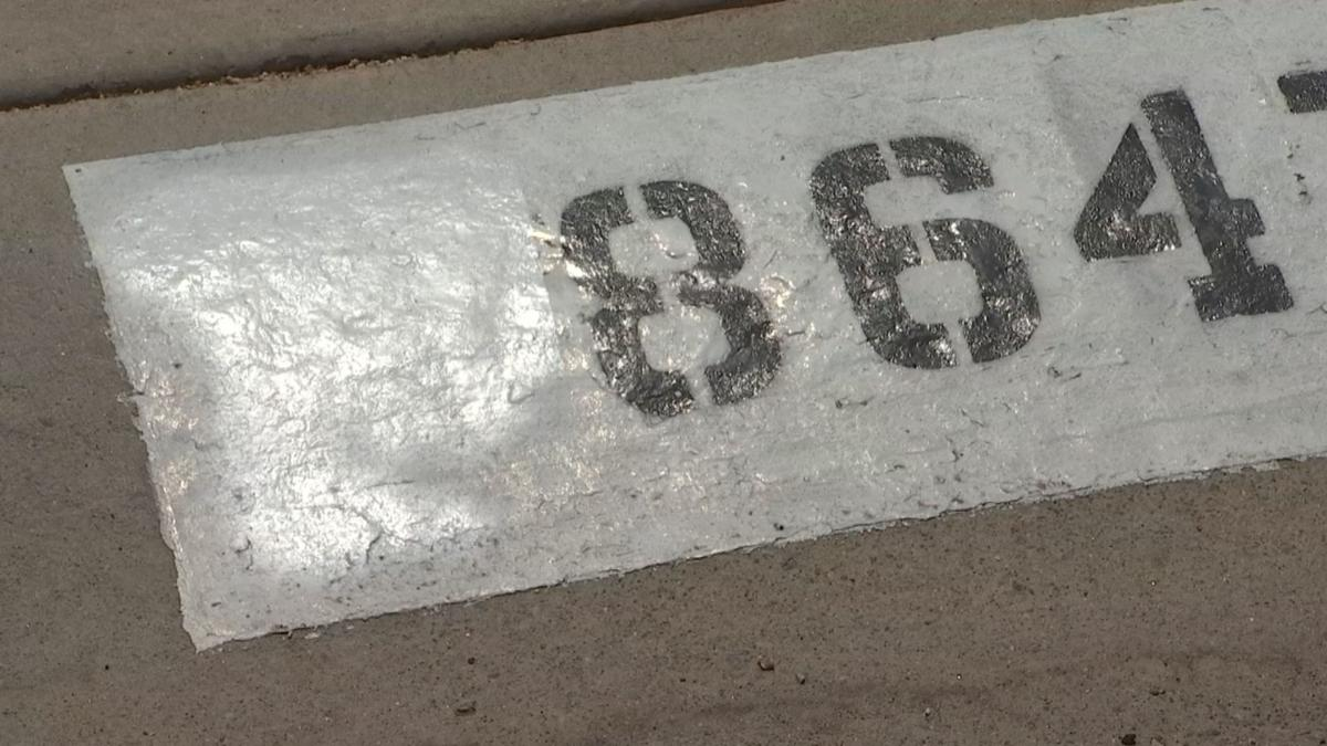 HOA tells Peoria homeowners to paint over American flags painted on curb