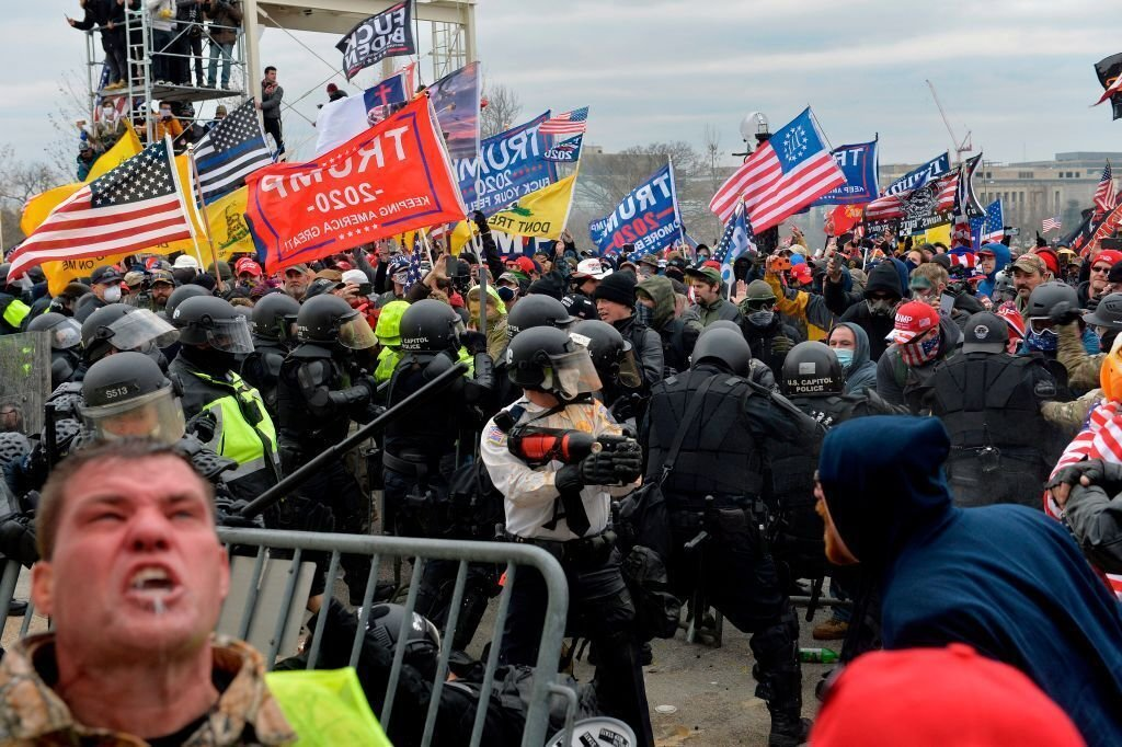 Pres. Trump protesters clash with security at U.S. Capitol