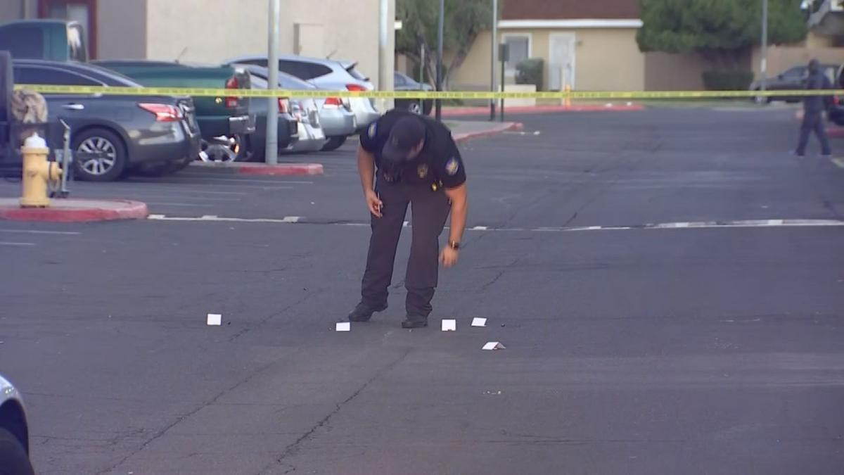 Man shot and killed in Phoenix apartment complex