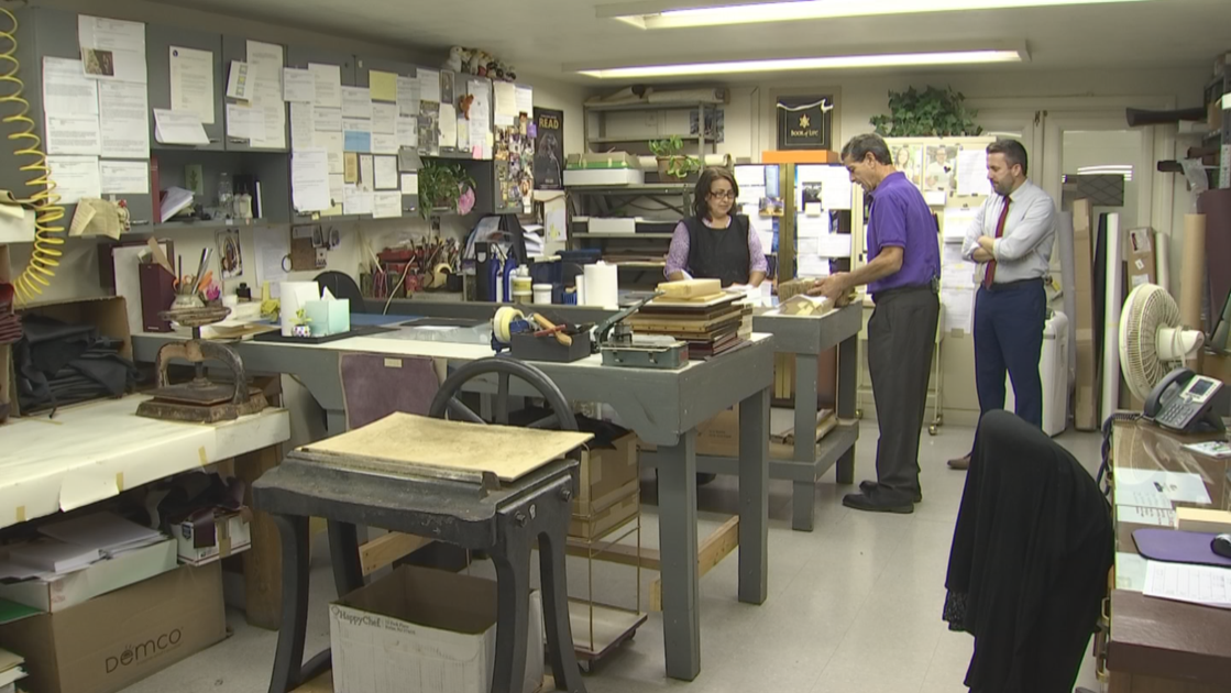 Phoenix-area bookbinding company thrives as technology marches on