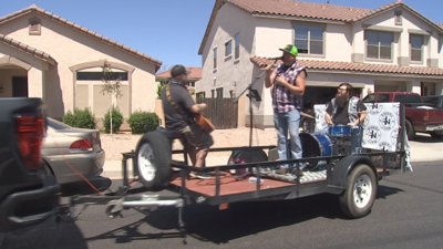 Country singer plays for neighborhood