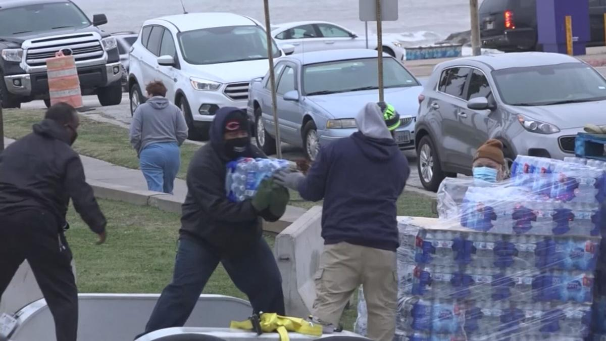 Arizona Red Cross volunteer helping in Texas