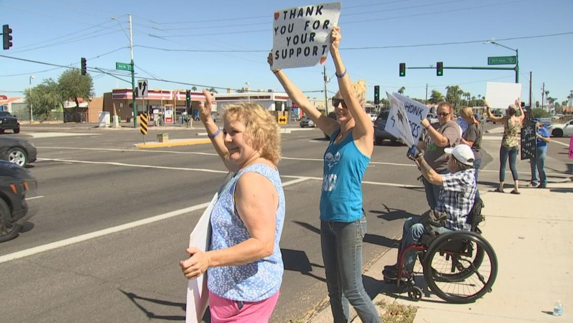 Phoenix-area group protests horse racing outside Turf Paradise