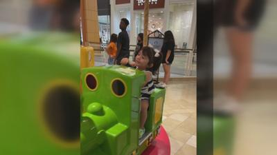 Something Good: Teen pays for little girl's carousel ride at Chandler Fashion Center
