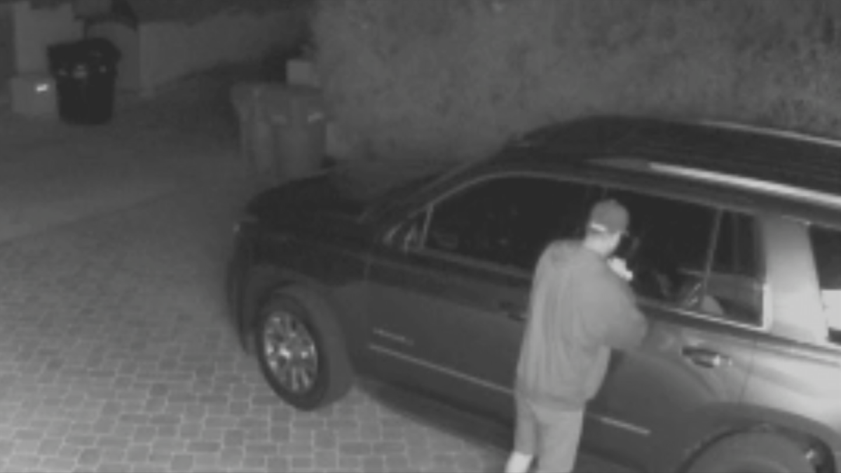 After string of burglaries, frustrated Phoenix homeowner puts out a sign for thieves