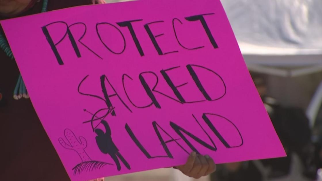 Arizona Native American tribe protests Trump's border wall
