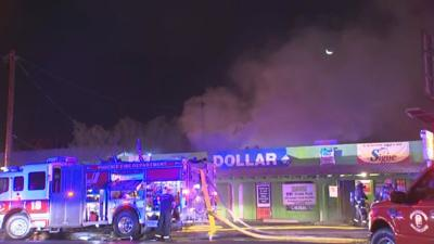VIDEO: Firefighters put out blaze at Phoenix strip mall