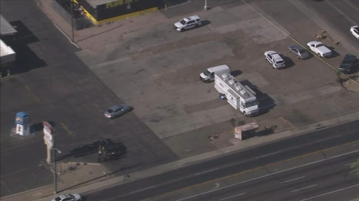 Man shoots, kills girl in car with her mom in west Phoenix