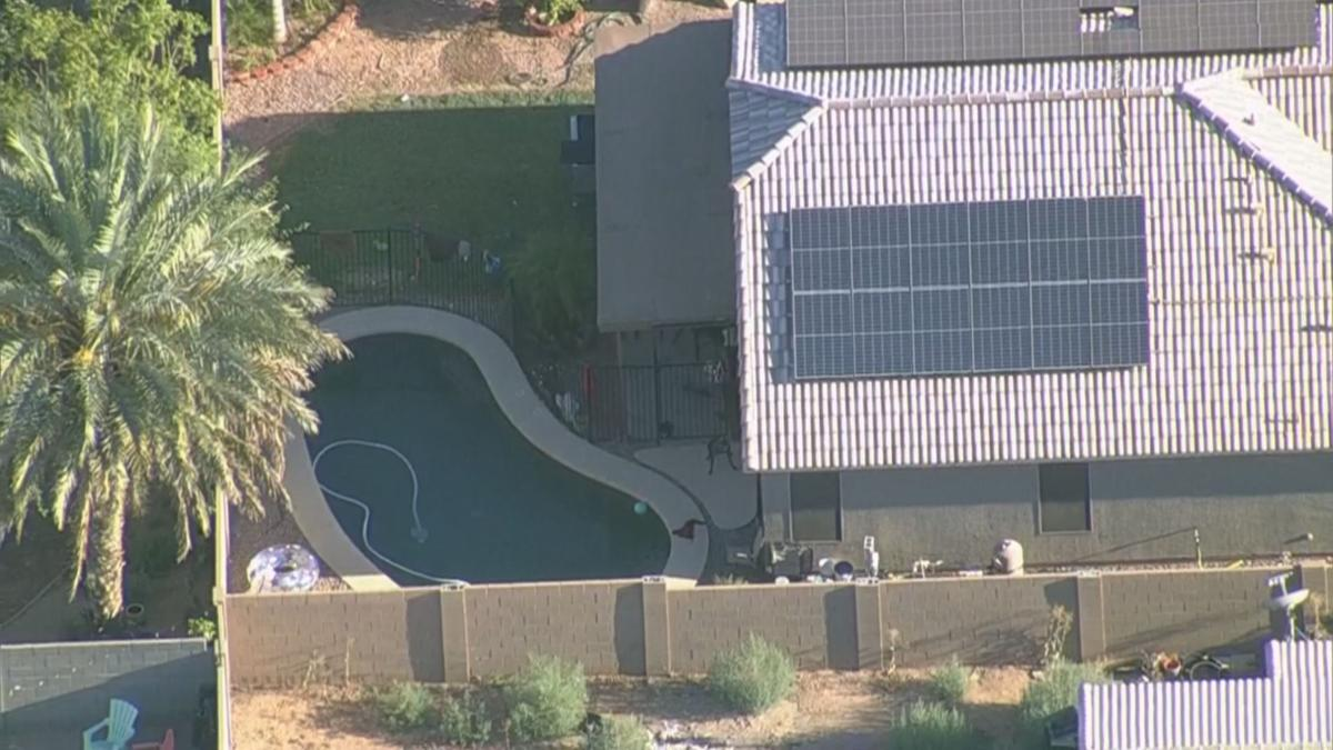 FD: 2-year-old boy found unresponsive in Phoenix swimming pool