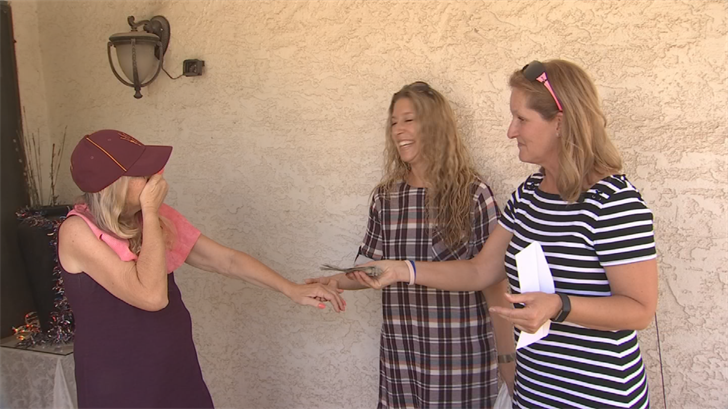 Co-workers Pay it Forward to teacher's aide recovering from surgery