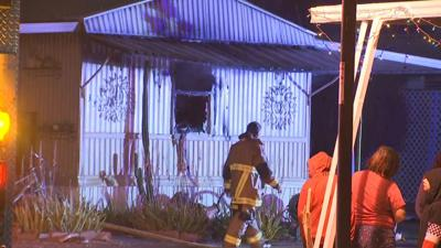 Mobile home fire leaves 3 dogs dead, 1 man injured in Tempe