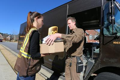Need a job? UPS hiring 2,400 people in Phoenix for busy