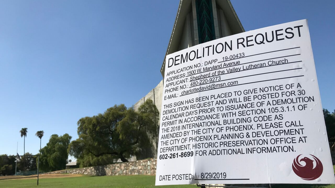 Drama unfolds after demolition sign appears in central Phoenix neighborhood