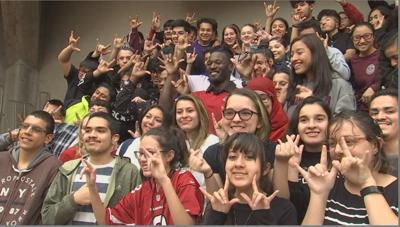 Cards Coleman bring message to Phoenix Day School for the Deaf