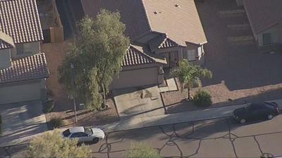 PD: Man dead, wife hurt after Phoenix double shooting