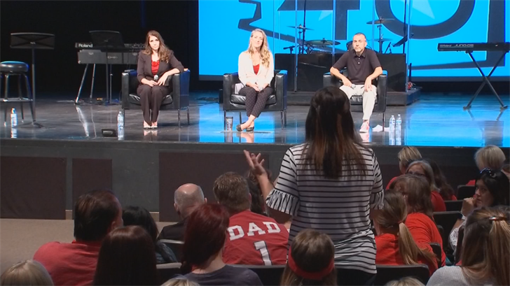 Teachers pitch parents on need to continue walkout at Mesa town hall