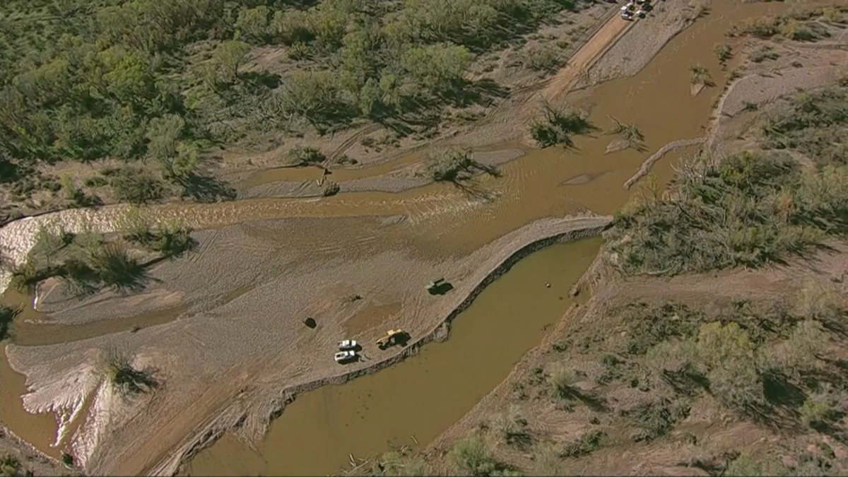 Vehicle swept away in floodwaters in Tonto Creek