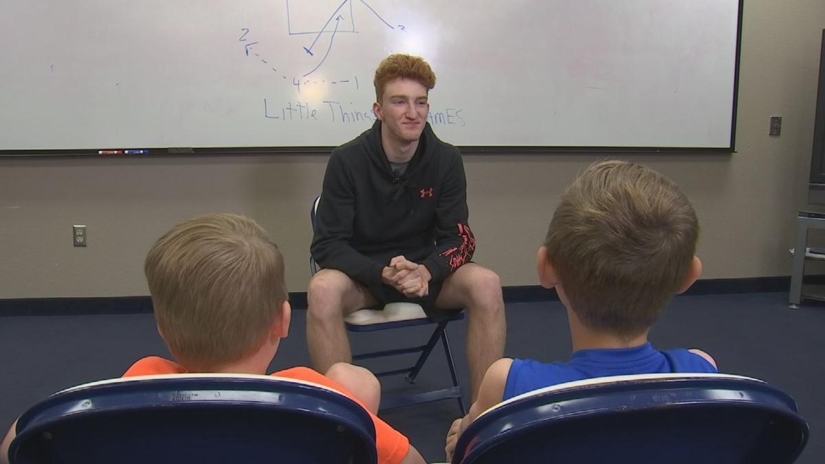 Pinnacle star Nico Mannion gets grilled by sportscaster's sons