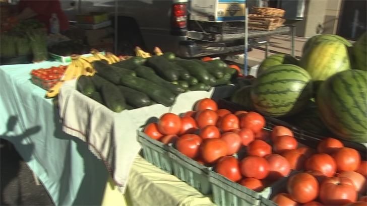 Farmers market at High Street opens